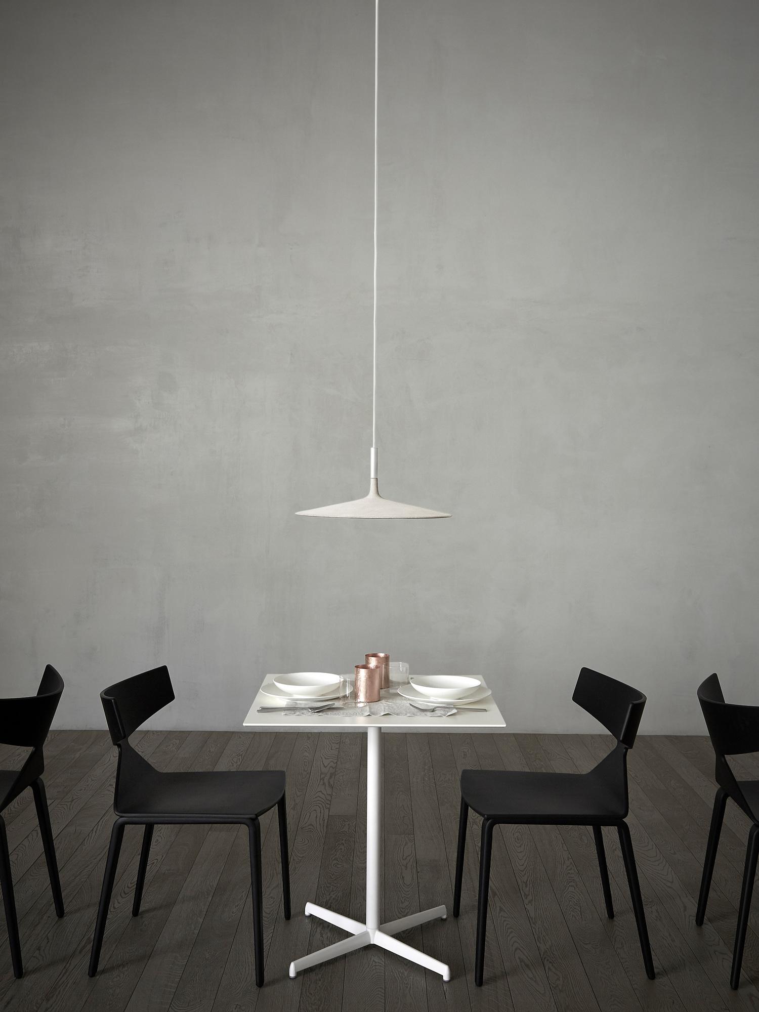 Aplomb Large LED Pendelleuchte Foscarini Braun