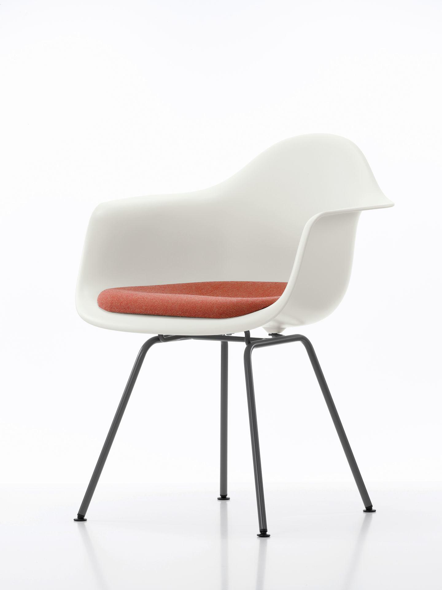 Eames Plastic Arm Chair DAX mit Sitzpolster Vitra