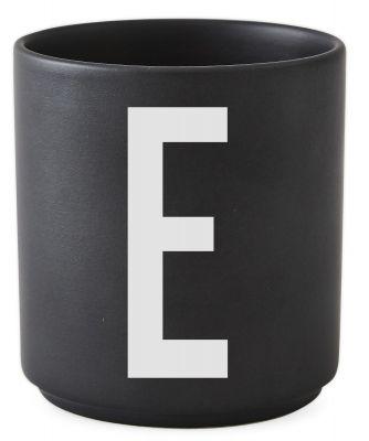 Buchstabenbecher Schwarz Design Letters-E