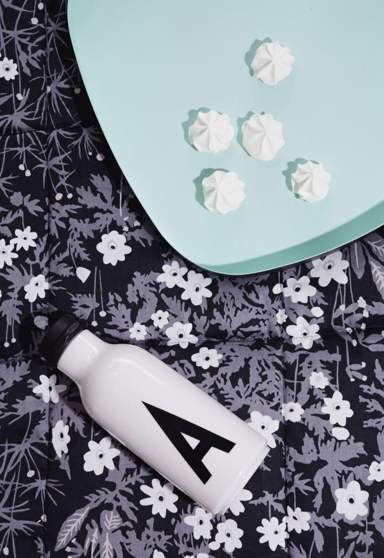 AJ Bottle Buchstaben Trinkflasche Design Letters - EINZELSTÜCKE