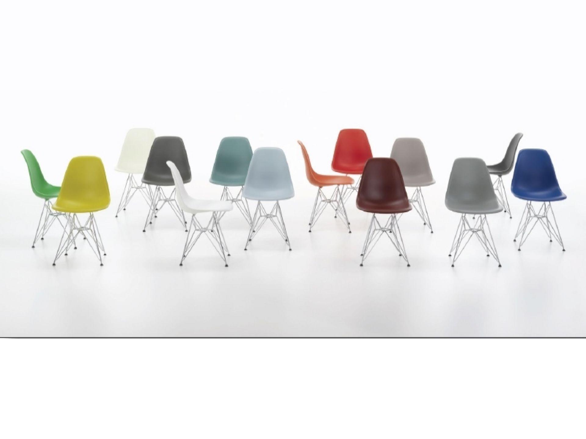 Eames Plastic Side Chair DSR Stuhl Vitra Classic rot Basic dark | Classic rot | basic dark | VITRA 44030000 28 BASIC DARK