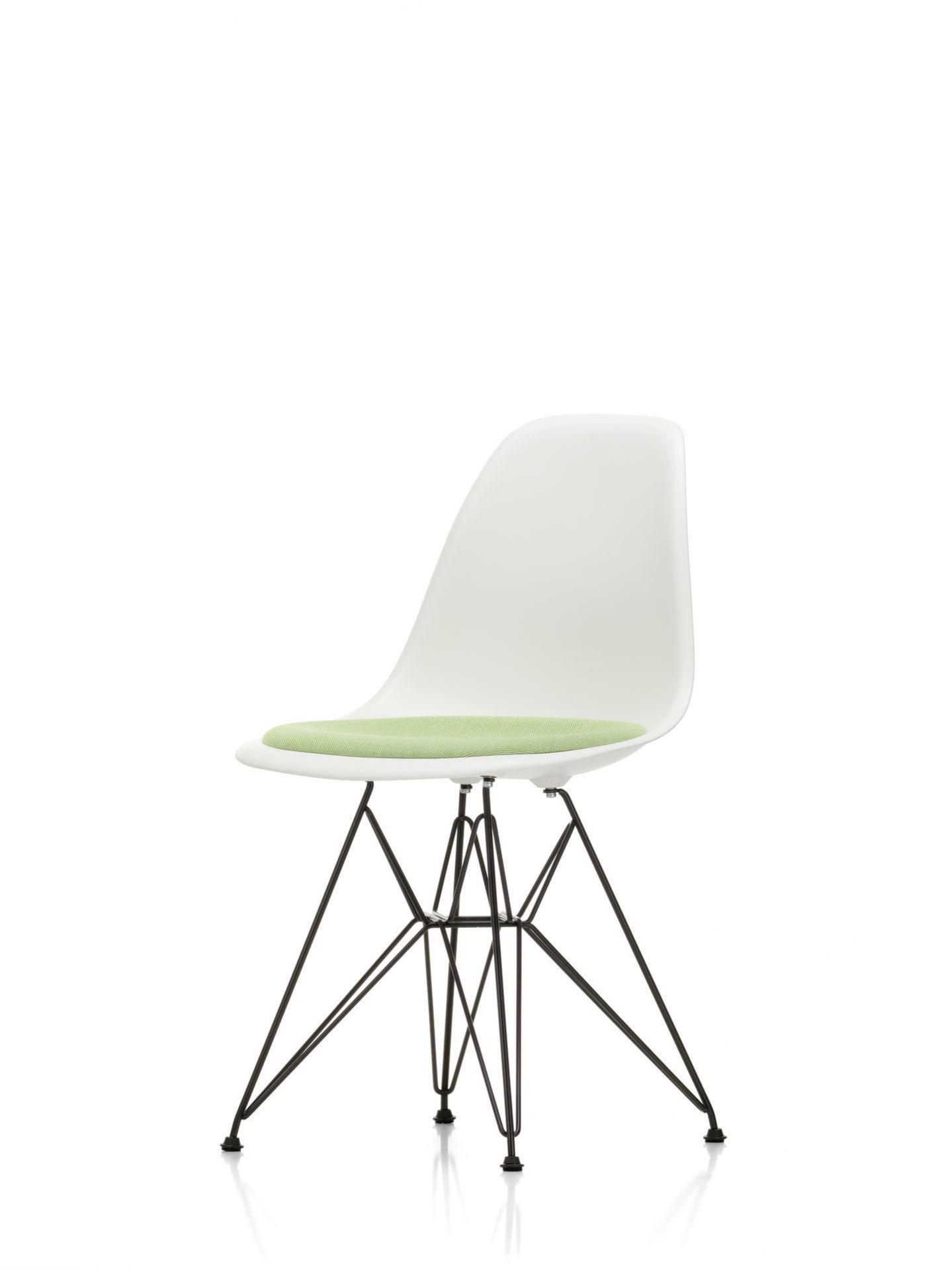 Eames Plastic Side Chair DSR Stuhl mit Sitzpolster Vitra