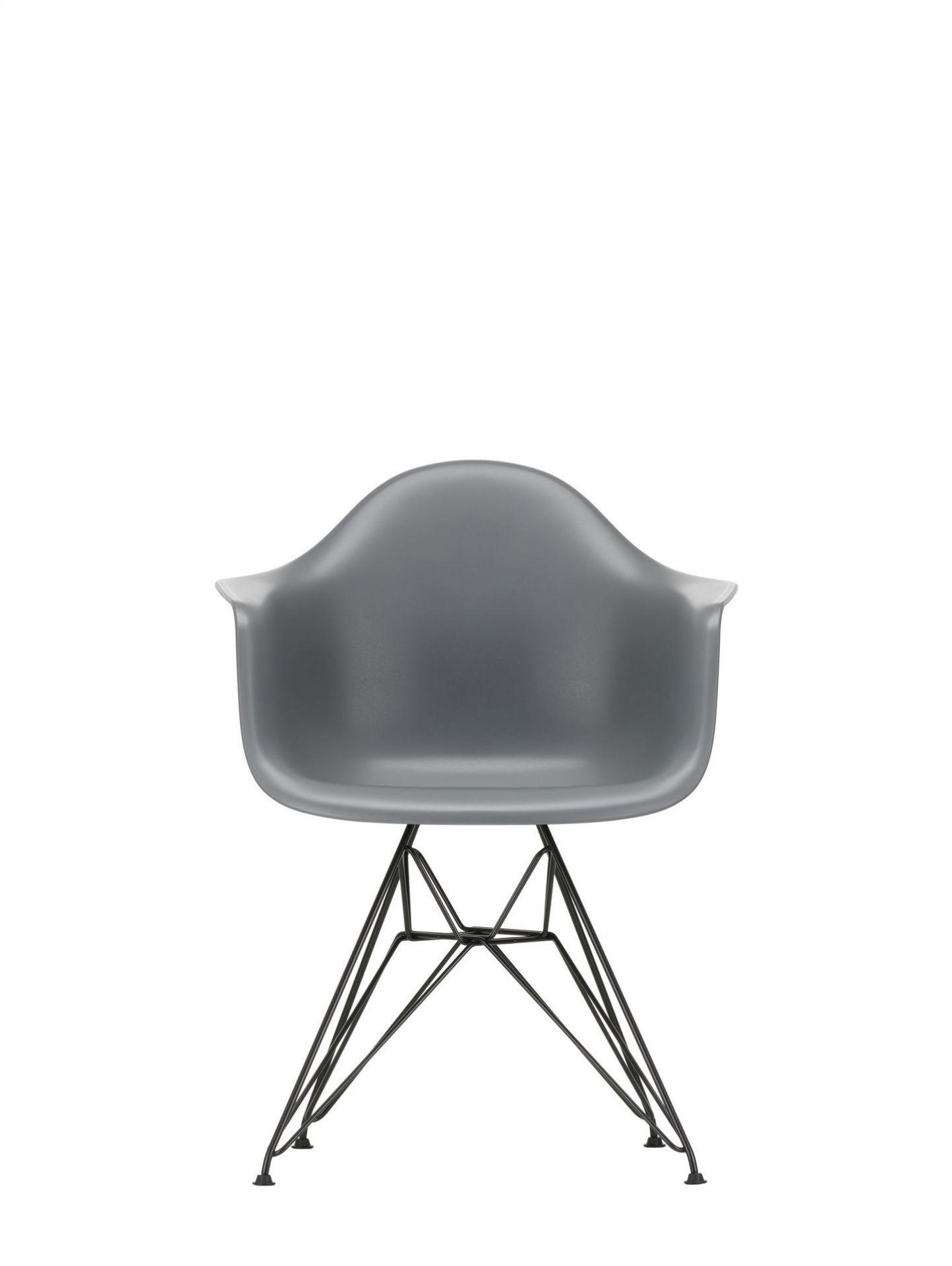 Eames Plastic Arm Chair DAR Stuhl Vitra